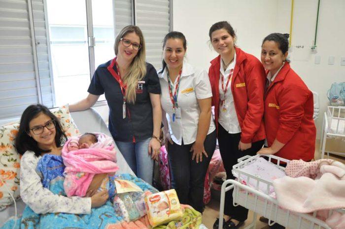 Famílias são presenteadas na Maternidade do Hospital São Donato